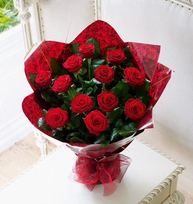 12 red rose bouquet for Delivery in Sharjah