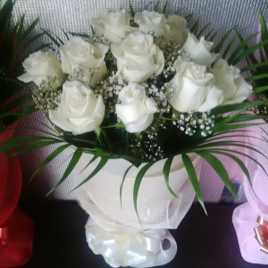 Glory - 12 White Roses Bouquet