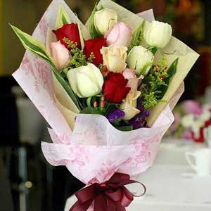 Companion – 12 Mix Roses Hand Bouquet Delivery in Sharjah